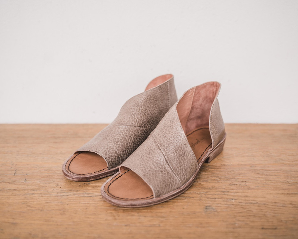 Stone Made with the finest Spanish craftsmanship and leather, this open toe shoe features side cutouts. Slight stacked heel. Fit: Runs true to size; if between sizes, size up.