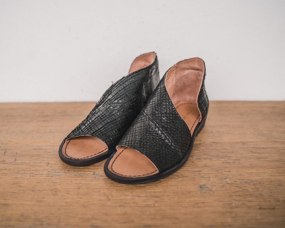 Oxford/Sang Made with the finest Spanish craftsmanship and leather, this open toe shoe features side cutouts. Slight stacked heel. Fit: Runs true to size; if between sizes, size up.