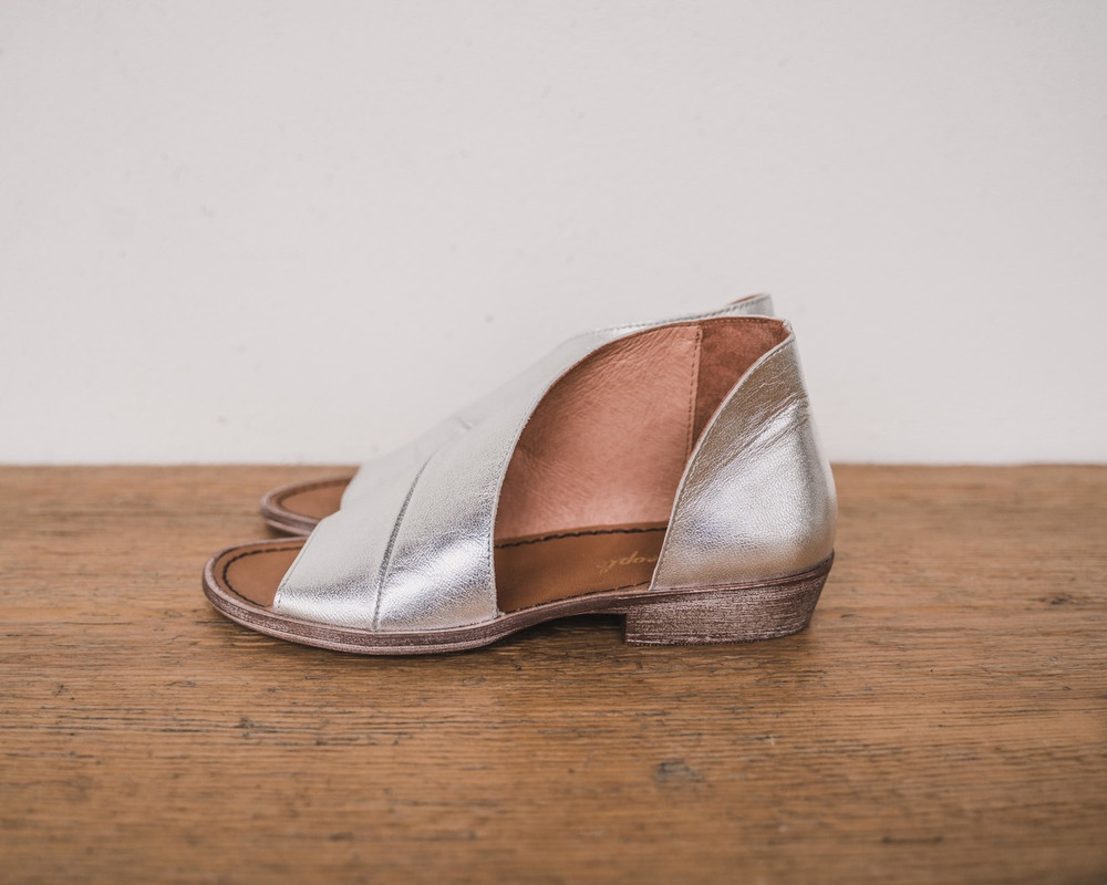 Silver Made with the finest Spanish craftsmanship and leather, this open toe shoe features side cutouts. Slight stacked heel. Fit: Runs true to size; if between sizes, size up.