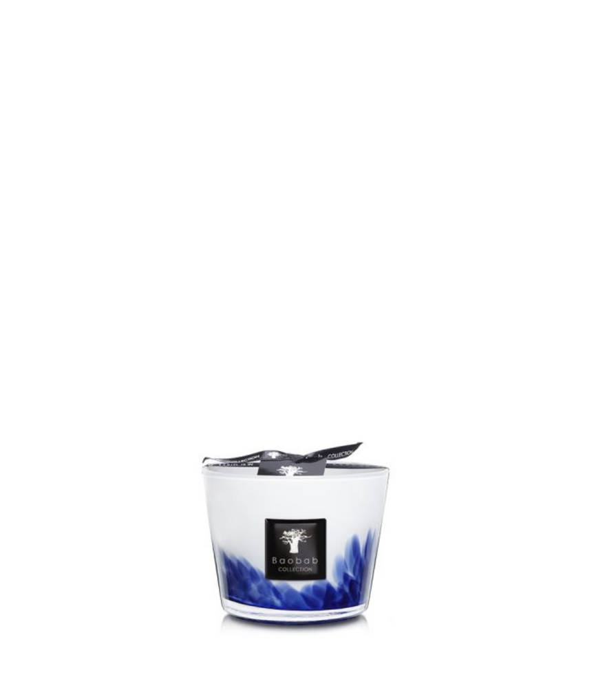 Prepare to be transported to the Sahara, the Feathers Toureg scented candle is made of hand-blown glass covered in a blue detail each truly a one-of-a-kind piece.