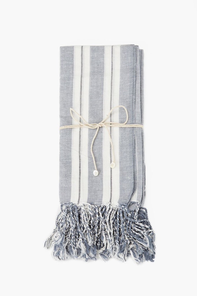 Woven from 100% cotton, this kitchen towel will bring a touch of rustic style to your home. Their versatile size makes them perfect for either dish cloths or dinner napkins.