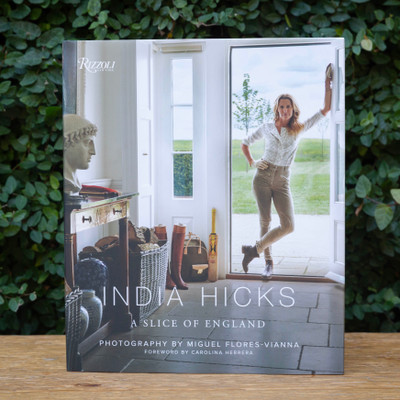 A follow-up to India Hicks's New York Times bestselling book, India Hicks: Island Style, India Hicks: A Slice of England is the designer's exploration of her British heritage and how she has expressed it in her newly finished English country house in Oxfordshire.