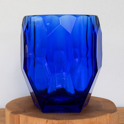 """A look of luxe, at a surprisingly light weight. Mario Luca has crafted these ice buckets out of high grade lucite giving the look and feel of glass but the durability and lightness of acrylic. Perfect for by the pool, outdoor activities or inside for everyday!   Compliments Milly Tumbler perfectly.   Hand wash   9"""" x 7.2"""""""