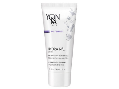 Formulated for dehydrated, dry and sensitive skin this rich creme is packed with rejuvenating ingredients to protect your skin and help it repair throughout the day.
