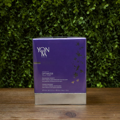 The ultimate lift and tone program for your skin. This duo works together to firm and thicken your skin, reinforcing the reconstruction process and slowing the destruction of supporting tissue.