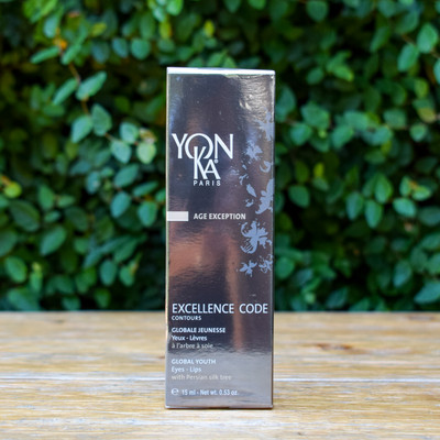 Puffiness, dark circles, and wrinkles be gone! This Excellence Code Contour targets all signs of aging and with the thermal applicator you can precisely apply while enjoying a cooling sensation.
