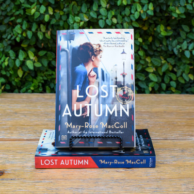 An emotional novel of love and the power of lost dreams from an internationally bestselling master of historical fiction, about a young woman's coming-of-age in 1920 and the secrets that surface more than seventy years later.