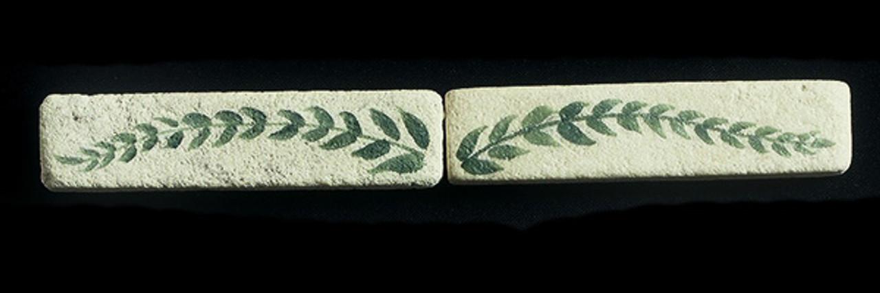 """Ancient Leaf Liner 1""""x4"""" Tile"""