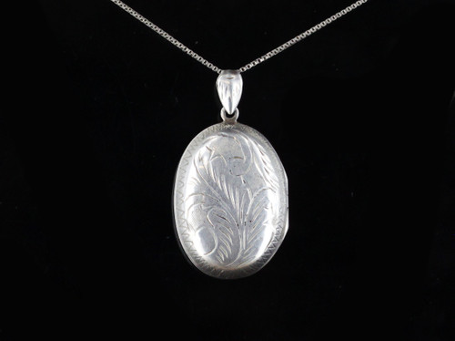 Vintage Mid Century Puffy Leaf Etched Sterling Silver Locket Pendant Necklace 26""