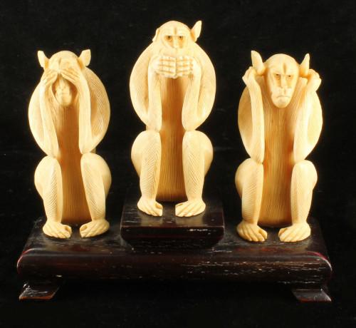 Antique Chinese 3 Wise Men Monkeys Hand Carved Bovine Bone Figurines Statue Set