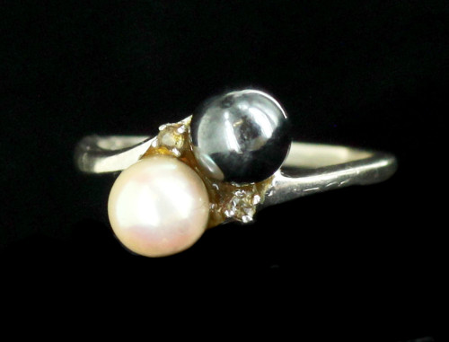 Vintage 10k White Gold 6mm White & Black Cultured Pearls Diamond Bypass Ring