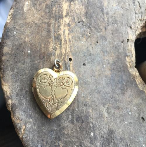 Art Deco 12K GF Gold Filled Pretty Flowers Engraved Beveled Edge Heart Locket