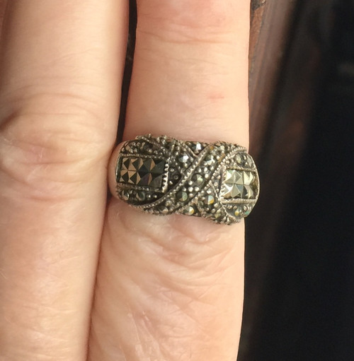 Vintage Sterling Silver Marcasite Criss Cross X Domed Band Ring Pretty! S 8.25