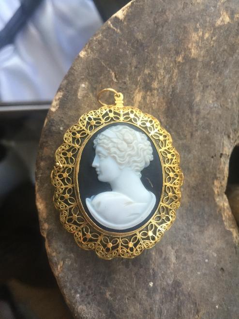 Antique Victorian 22k Gold Grand Period Hard Stone Cameo Filigree Perfume/Vinaigrette Locket/