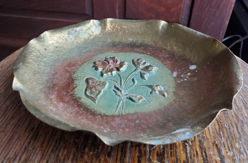 Vintage Copper Embossed Textured Hand-Hammered Curved Flower Bowl Mid-Century