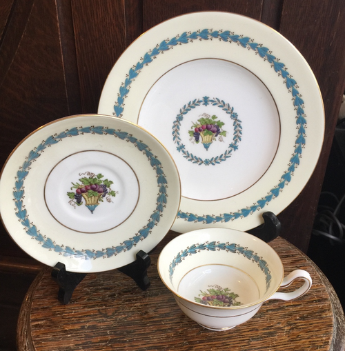 "Vintage Wedgwood APPLEDORE -Raised Enamel- W2337 Teacup Saucer - 8"" Plate Set"