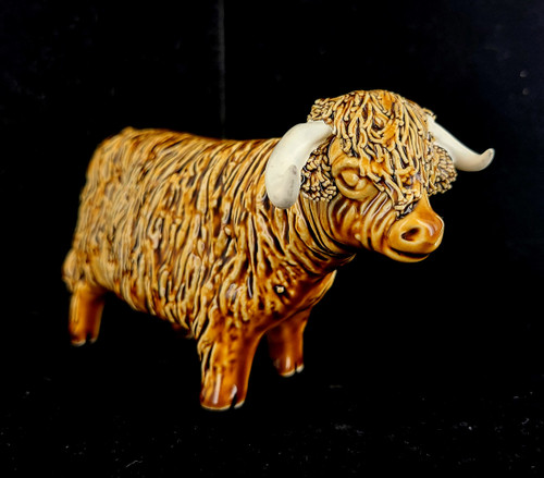Vintage Castlewynd CWS Studio Scottish Highland Bull Pottery Porcelain Figurine