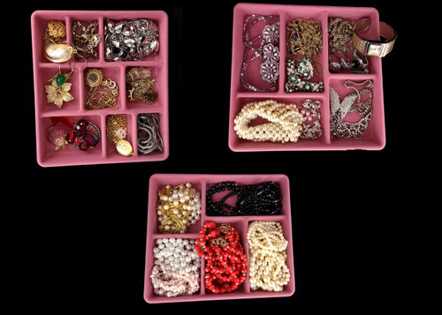 Vintage Large Lot of Costume Earrings Necklaces Rings Pins Jewelry Set 907g