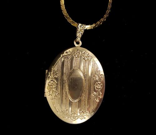 """Vintage Gold Plate Floral Design Etched Locket Pendant Necklace 20"""""""