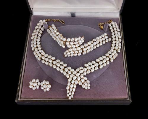 Vintage Crown Trifari Alfred Phillipe Pearl Necklace bracelet Earring Set