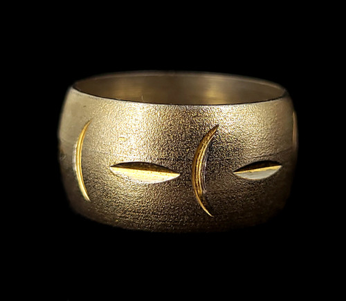 Vintage Uncas Silver Gold Tone Puffy Crescent Moon Design Etched Band Ring Sz 7
