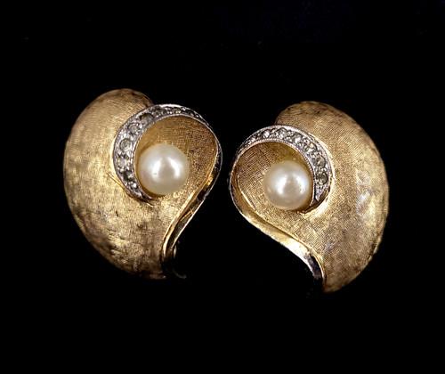 Vintage Jomaz Mid Century Gold Tone Rhinestone Pearl Clip On Earrings