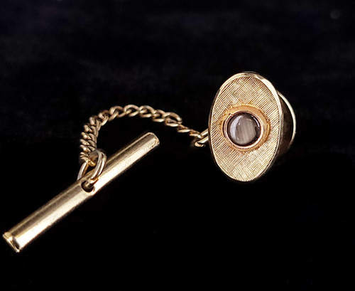 Vintage 14k Yellow Gold Black Star Sapphire Etched Detailing Tie Tack Pin