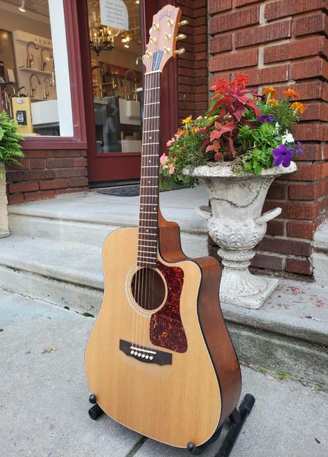 1993 Guild  DCE-1 True American Series Acoustic Single Cutaway Guitar w Case
