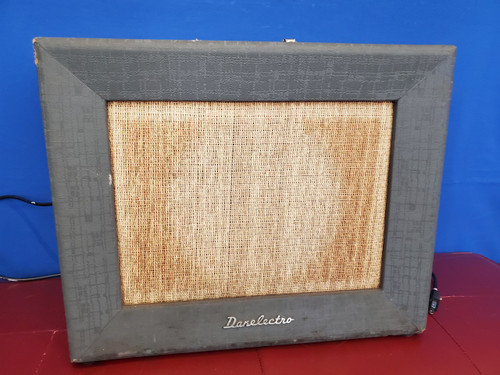 1962 Danelectro Model 273 Centurion Series E Vintage Tube Amplifier Surf Vibrato