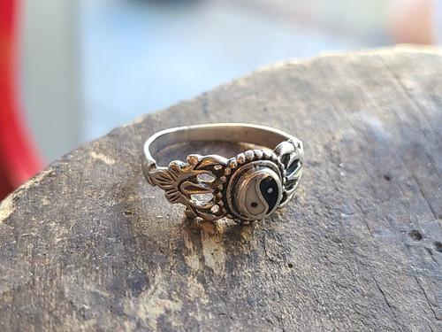 Vintage Sterling Silver Yin and Yang Enamel Petite Lotus Flower Floral Ring sz 7