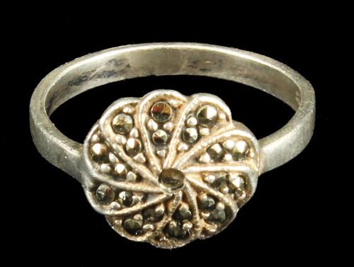 Vintage Sterling Silver Marcasite Circle Spiral Pinwheel Pretty! Size 6