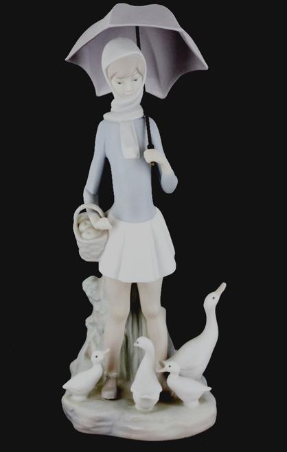 Lladro Figurine #4510 Girl with Umbrella & Geese Ducks at Feet Retired Basket Scarf Figurine