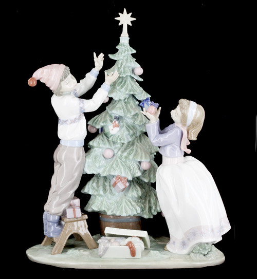 """Vintage LLadro #5897 """"Trimming The Tree"""" Chistmas Boy and Girl Figurine"""