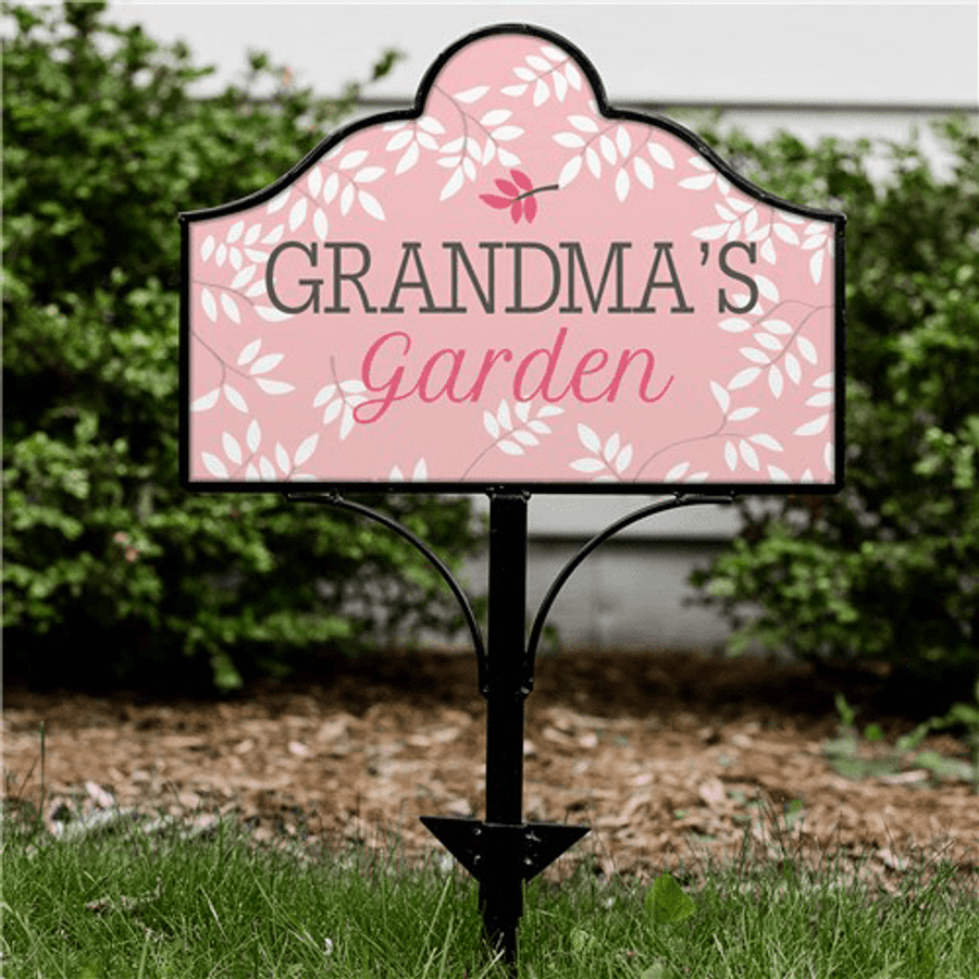 Personalized Garden Sign for Grandma's Garden in Pink.