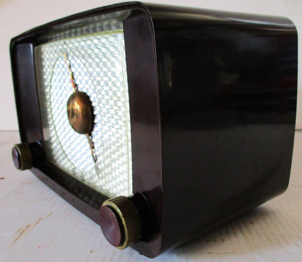 Professionally Fully Restored Vintage Bakelite Zenith AM Tube Radio Circa  1940's