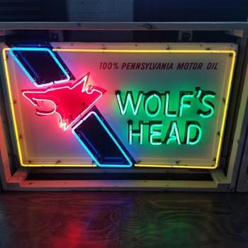 Wolfs Head Neon