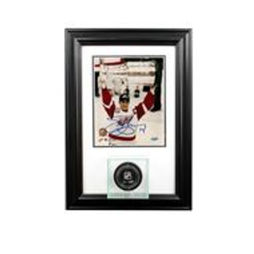 Deluxe Real Glass Wall Mounted Single Puck 8 x 10 Display Case