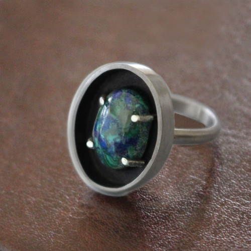 Unique stone setting