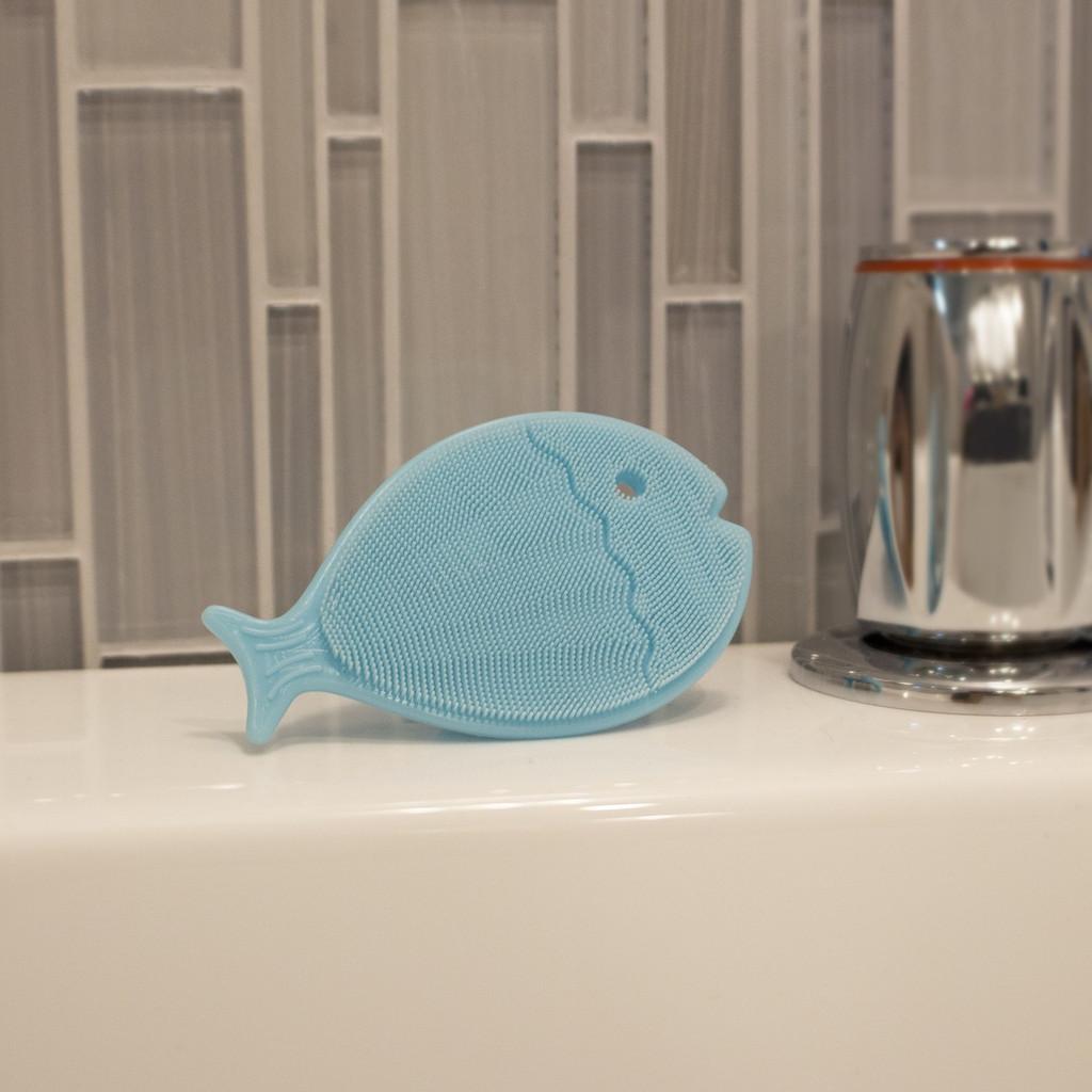 Bathin' Smart Silicone Mini Fish Scrub