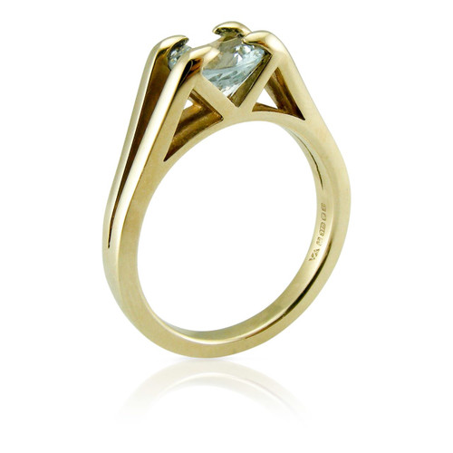 TRUE minimal Aquamarine 9ct Gold Ring