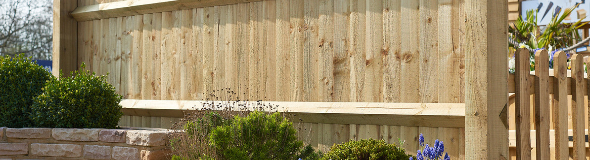 How to Erect Closeboard Fencing