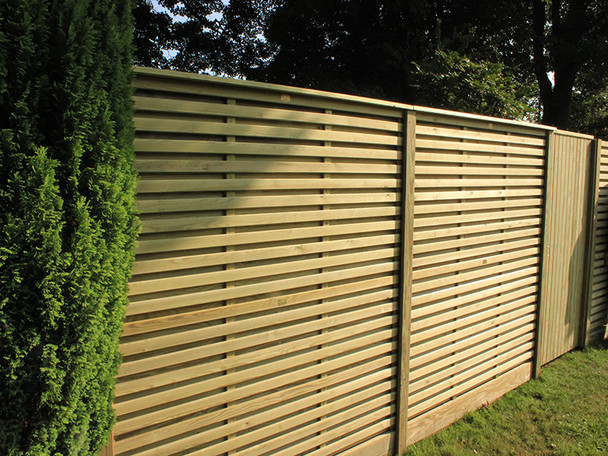 Image shows two 907mm panels stacked to create 1.8m high fence