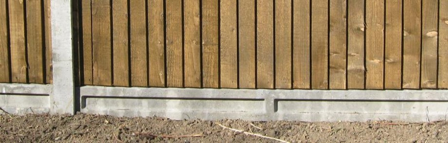 How to Install Concrete Fence Posts & Fencing Gravel Boards - AVS