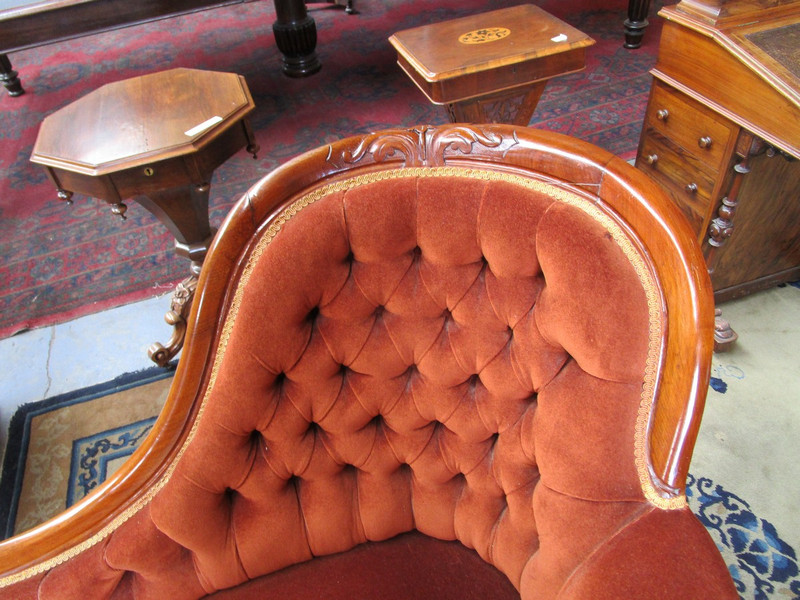Elegant and Superbly upholstered mahogany chaise lounge