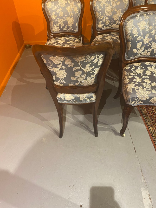 A set of eight Victorian dinning chairs