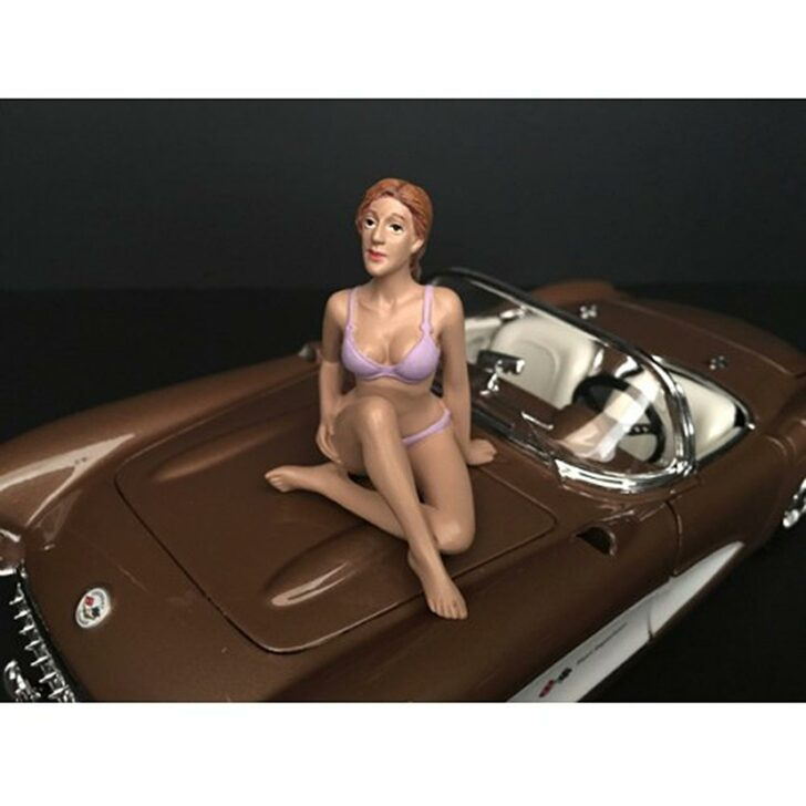 1:24 Bikini Girl - September 1:24 Scale Main Image