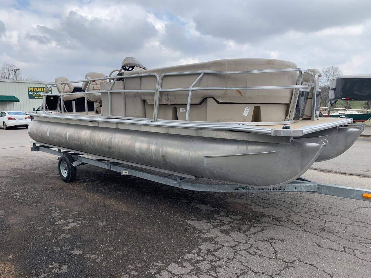 2012 SunChaser 8522 22' Aluminum Pontoon Boat with Trailer