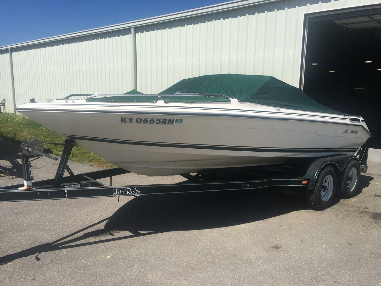 1989 Sea Ray 180 Bow Rider 18' Fiberglass Runabout Boat with 4.3L Inboard Motor and Tandem Axle Trailer