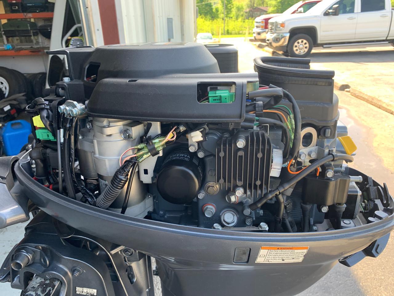 """2010 Yamaha 25 HP 2 Cylinder Carb 4 Stroke 20"""" Tiller Outboard Motor"""