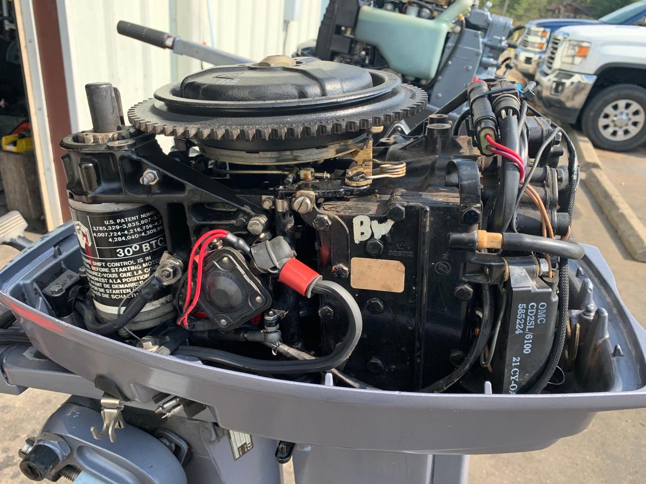 """2000 Johnson 25 HP 2 Cylinder Carbureted 2 Stroke 20"""" (L) Tiller Outboard Motor"""